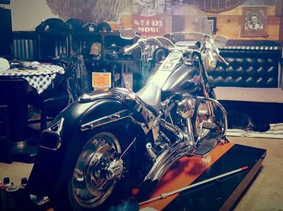 2005 Harley Fat Boy on PRO 1200SEMAX Lift table