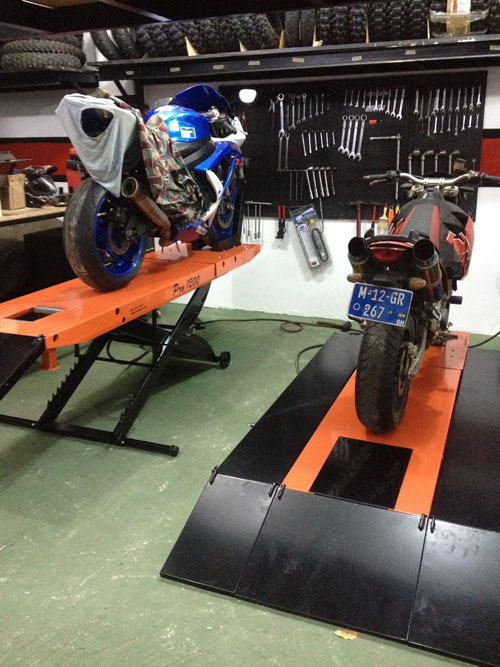2010 Gsxr Suzuki 750 and (B) 2008 Ktm 950 Super Moto 2 PRO 1200 Motorcycle Lift Tables