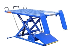 ATV Lift with retractable ramp